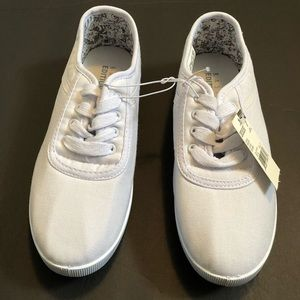 NWT White Basic Editions canvas  sneakers 7 medium
